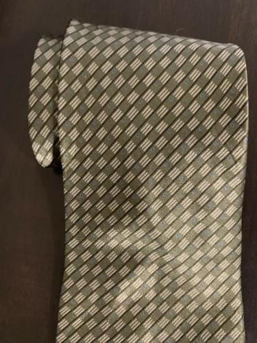 Van Heusen NeckTie Made In 100 Silk Gray/White New Without Tags
