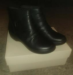 Womens CLARKS Black Leather Ankle Boots Size 8.5 M NEW IN BO